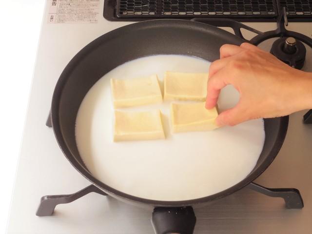 高野豆腐を入れる