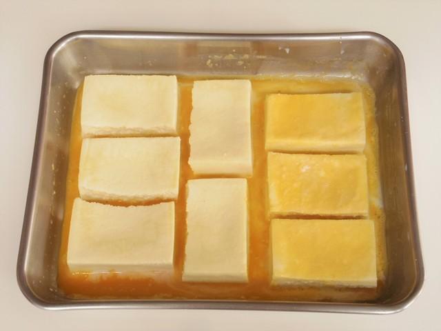 高野豆腐をからめる