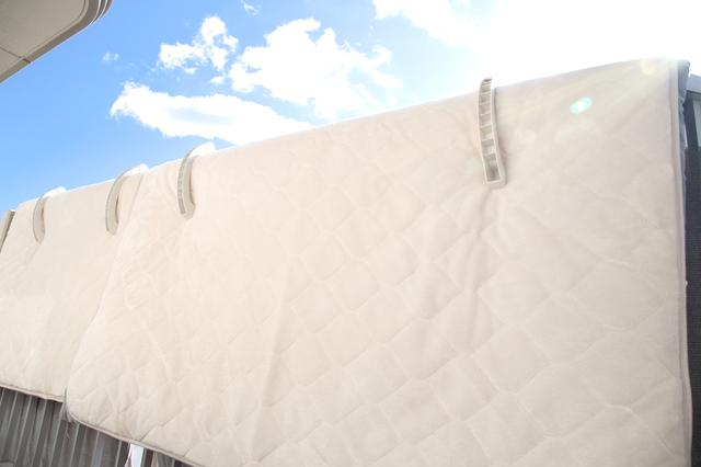 布団を天日干しする