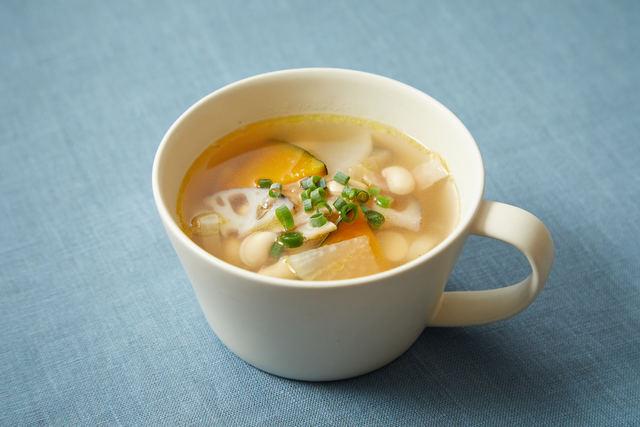 根菜と大豆のコンソメスープ