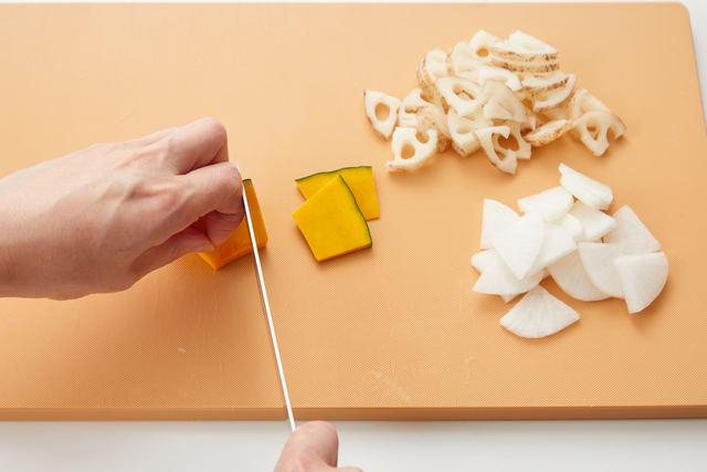 根菜を切る