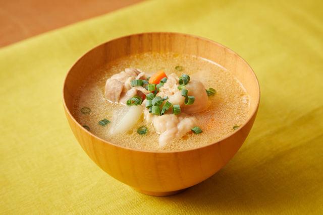 鶏肉と根菜の味噌汁