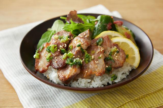 「塩豚とたたききゅうりののっけ丼」