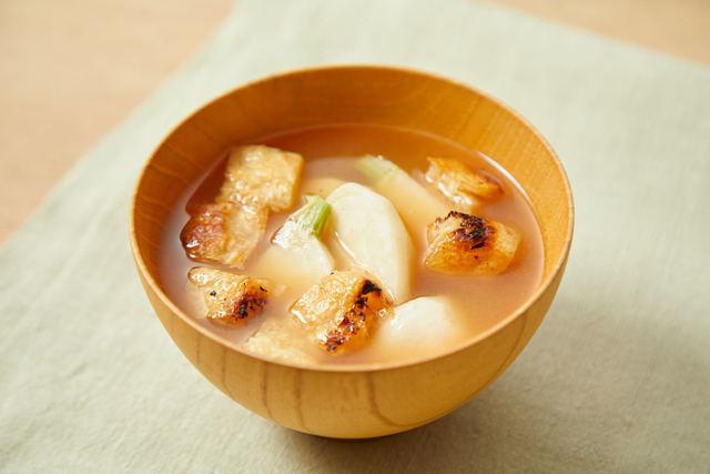 焼きカブと油揚げの味噌汁