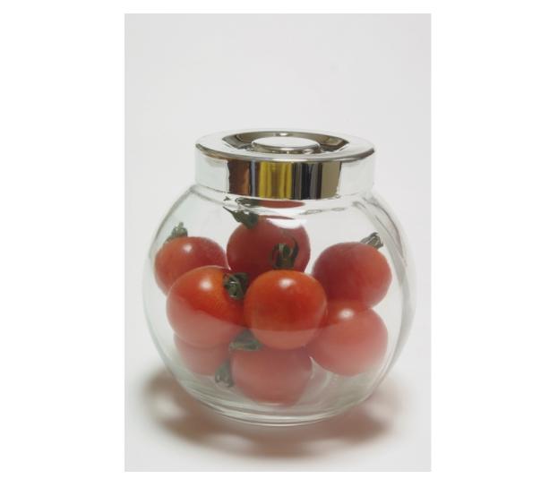 ガラス瓶に入ったミニトマト
