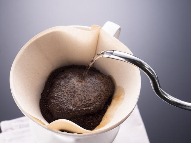 ドリップでコーヒーを淹れる
