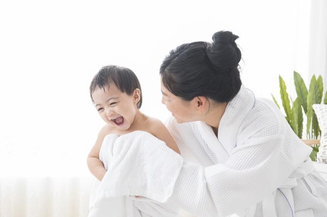 お風呂上がりの親子