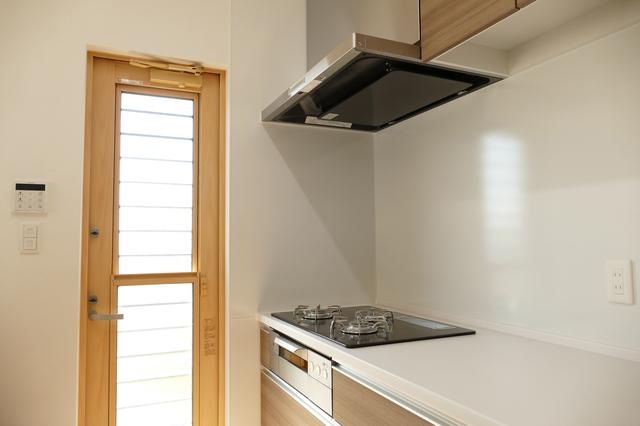 レンジフードが設置されたキッチン
