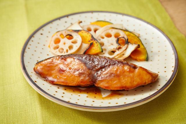 ぶりの照り焼きと彩りグリル野菜