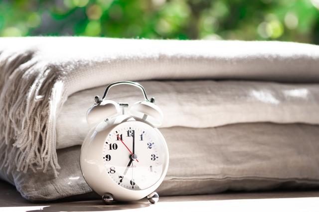 時計と寝具