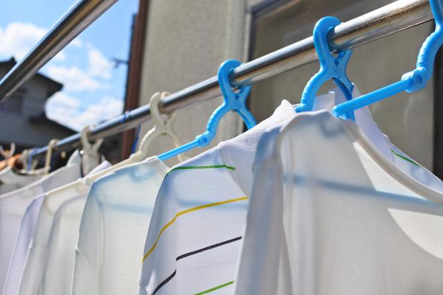 洗濯物を天日干しする