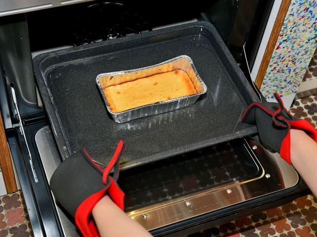 チーズケーキの焼き上がり
