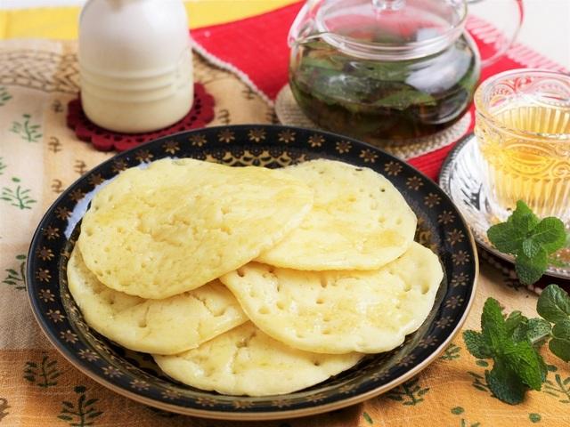 モロッコ風パンケーキ「バグリール」とモロッコ流「ミントティー」