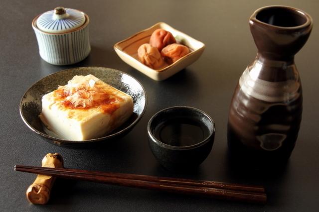 新酒の日本酒で晩酌をするところ
