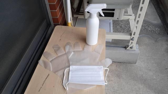 ベランダ掃除に必要な道具(マスク、手袋、洗剤)