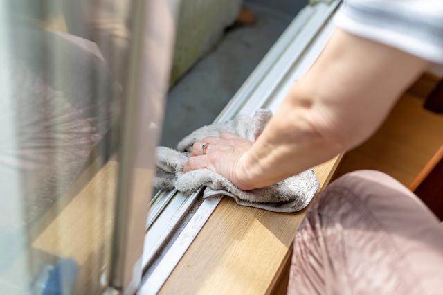 窓枠・窓サッシを掃除するところ