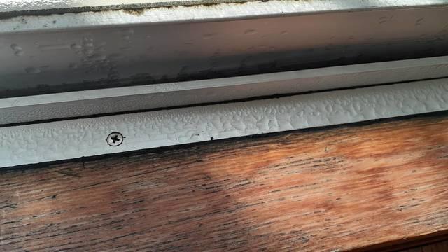 結露がおきた窓枠・窓サッシ