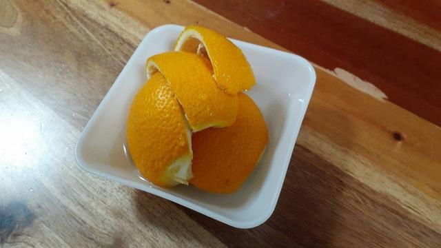 電子レンジの掃除に使う柑橘類の皮