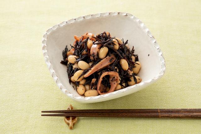 災害時にも簡単に作れる「いかと大豆とひじきの煮物風」