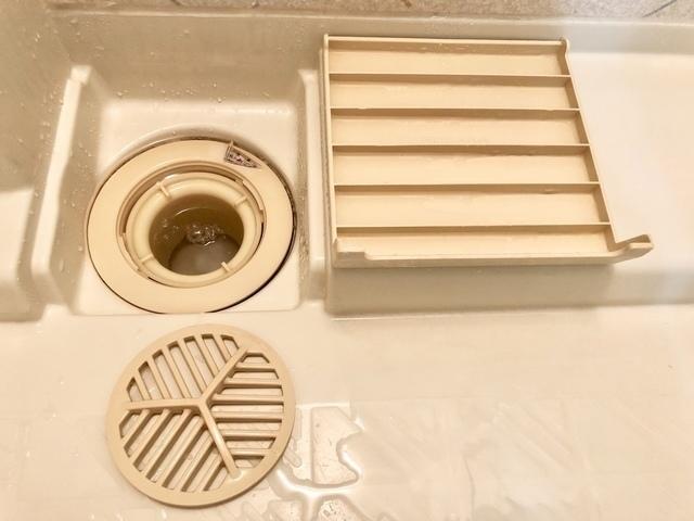 きれいになったお風呂の排水溝のパーツ
