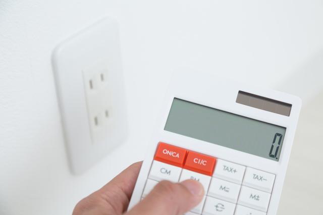 電卓で電気料金を計算するところ