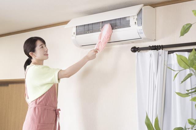 エアコンのフィルタを掃除するところ