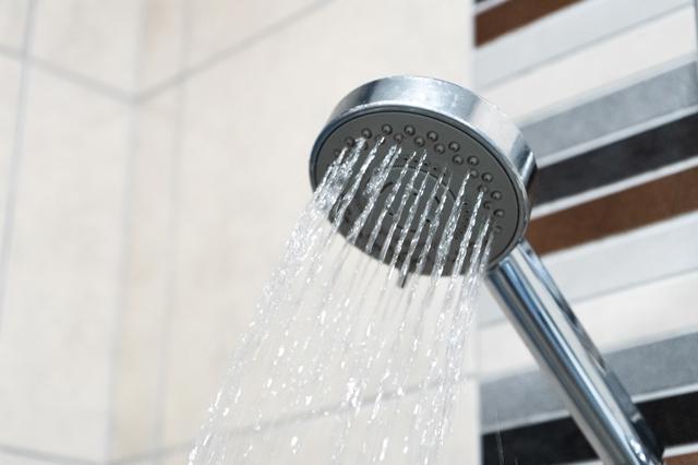 シャワーで水を流すところ