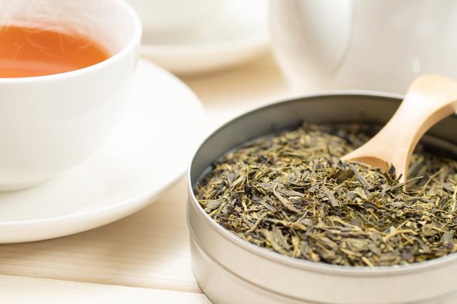紅茶の茶葉と紅茶