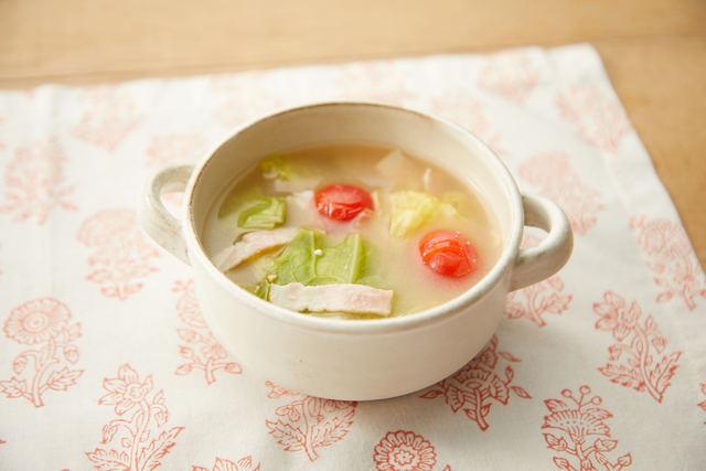 春キャベツとミニトマトの味噌スープ