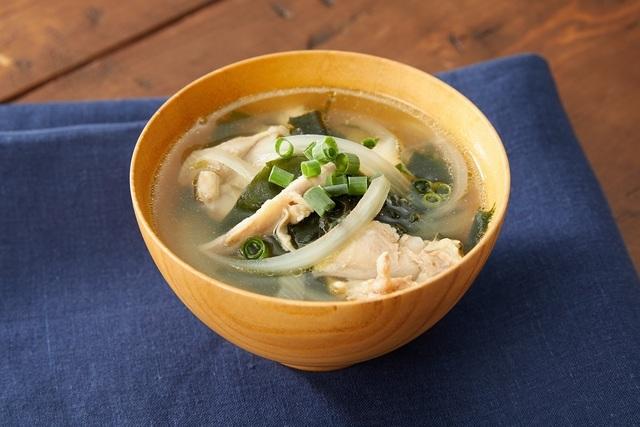 茹で鶏とわかめのスープ