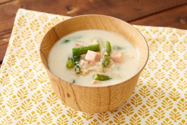 サヤインゲンとベーコンの豆乳味噌スープ