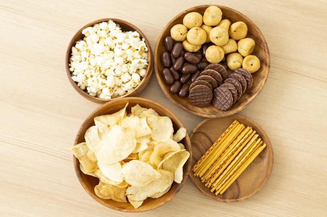 お皿に盛られた色々なお菓子