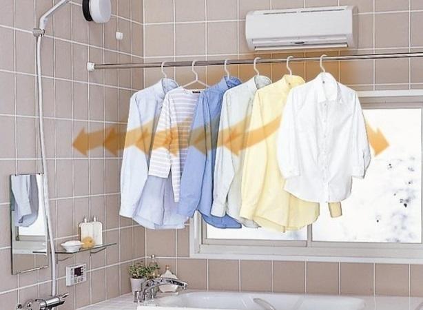 浴室乾燥機で洗濯物を乾かしている