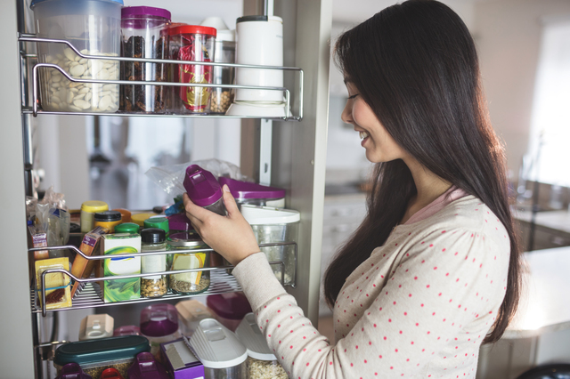 【注目の備蓄法】食べながら備える&消費期限切れも防ぐ!「ローリングストック法」とは?