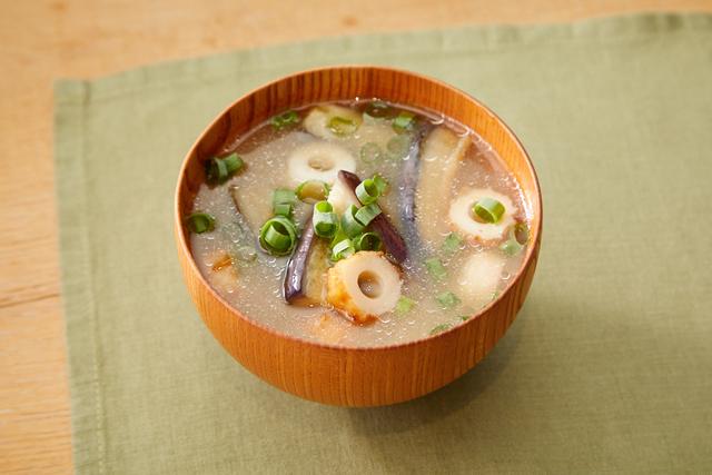 秋ナスとちくわの味噌汁