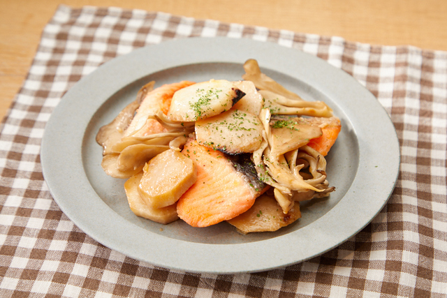 里芋と秋鮭のバターソテー