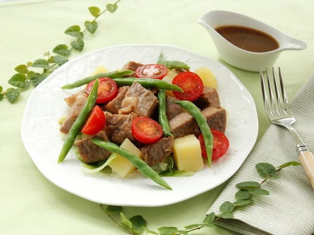 牛ステーキと温野菜のサラダ仕立て~ジンジャー風味~