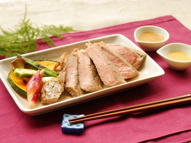 牛ステーキ 2種の和風ソース~グリル野菜添え~