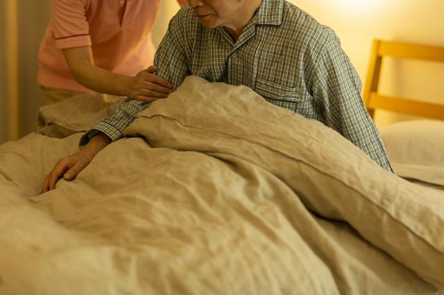 介護を受ける高齢者のイメージ