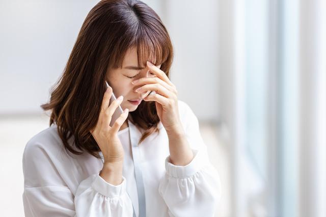 ストレスを抱える女性のイメージ
