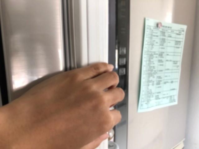 冷蔵庫にメモを貼る