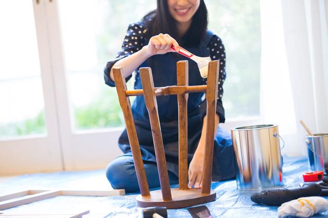 椅子を塗る