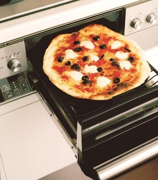 魚焼きグリルを使ったピザの調理例