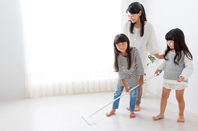 親子で床掃除