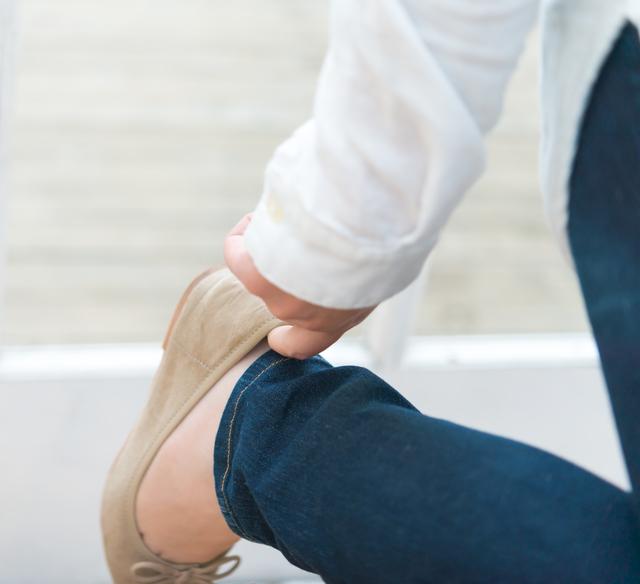 靴を履く人