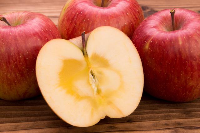 果物のりんご