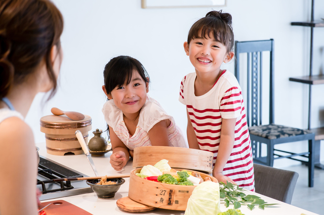 料理に興味を持つ子ども