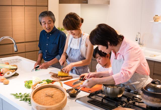 3世代で料理をする