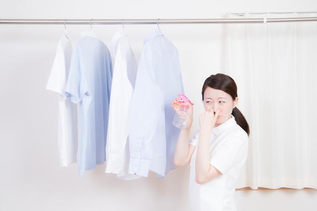 服の匂いが気になる女性