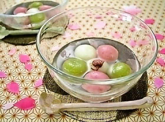 三色の小さな白玉~桜風味シロップ~